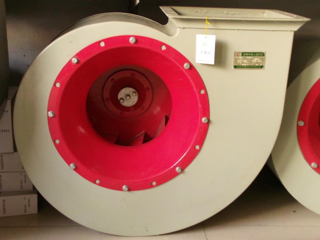 """离心通风机可制成右旋和左旋两种型式。从电动机一侧正视,叶轮顺时针旋转,称为右旋风机,以""""右""""表示;叶轮逆时针旋转,称为左旋风机,以""""左""""表示。风机的出口位置,以机壳的出风口角度表示。离心通风机可制成右旋和左旋两种型式。从电动机一侧正视,叶轮顺时针旋转,称为右旋"""