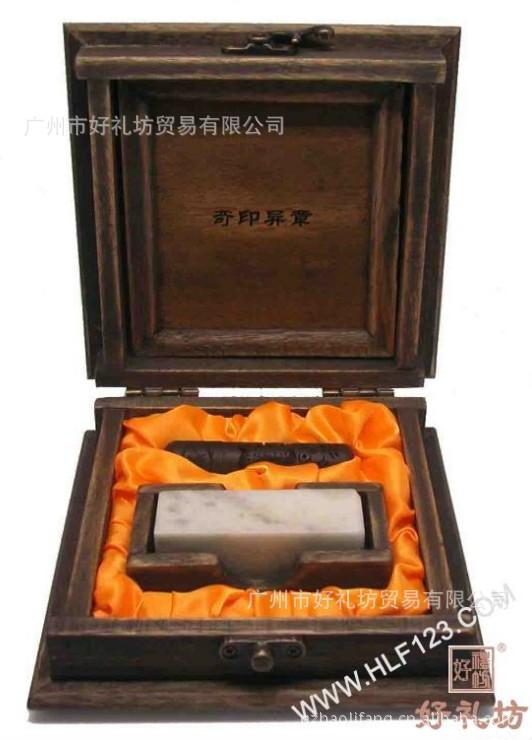 【中国特色文化纪念樟木雕刻礼品,批发收藏品