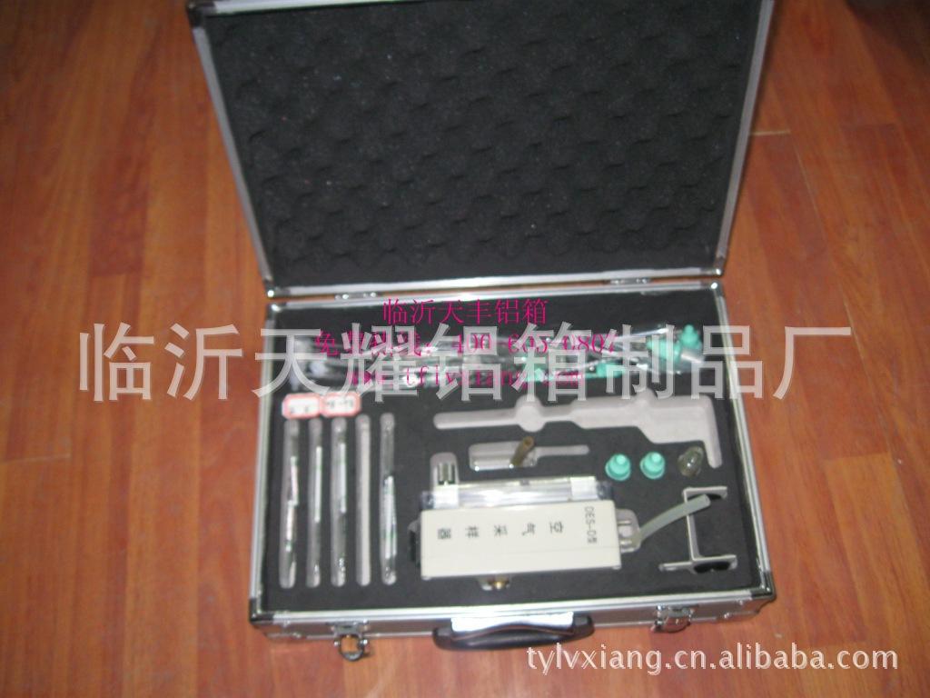 【山东工厂定做精密仪器设备手机手提箱密码铝箱v工厂壳片材图片