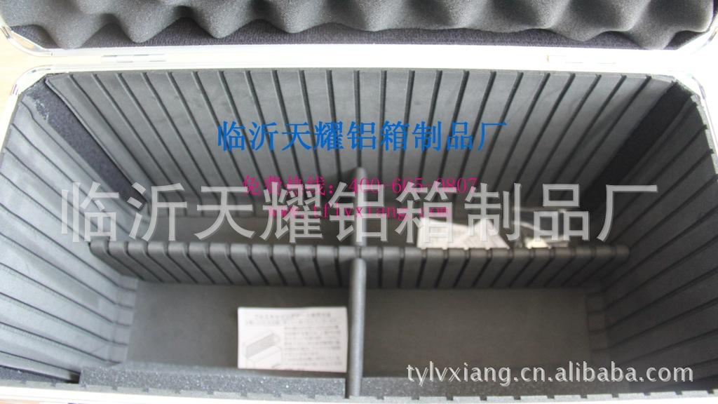 【山东工厂定做精密仪器设备铝箱手提箱密码图空调设备图片