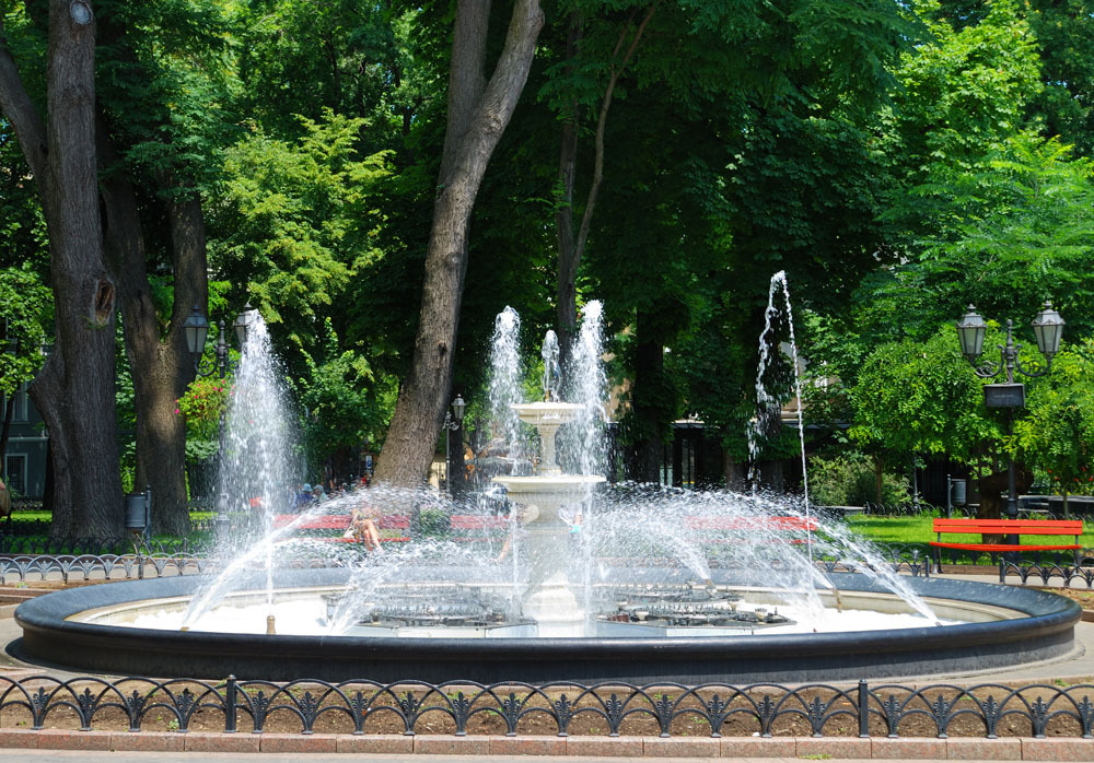 喇叭花形喷泉图片_【喇叭花系列浮水喷泉曝气机之小水花气浮设