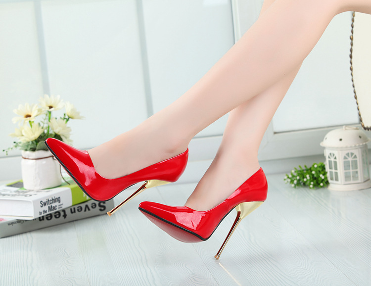 Type of metal thin pointed with 14 cm high heels's main photo