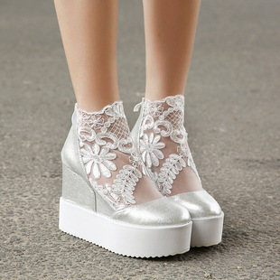 The new 2015 han edition sexy lace sponge round head thick bottom single shoes high gain documentary shoes