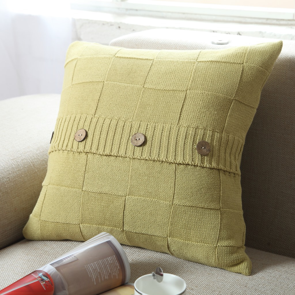 Декоративные подушки с вязанием