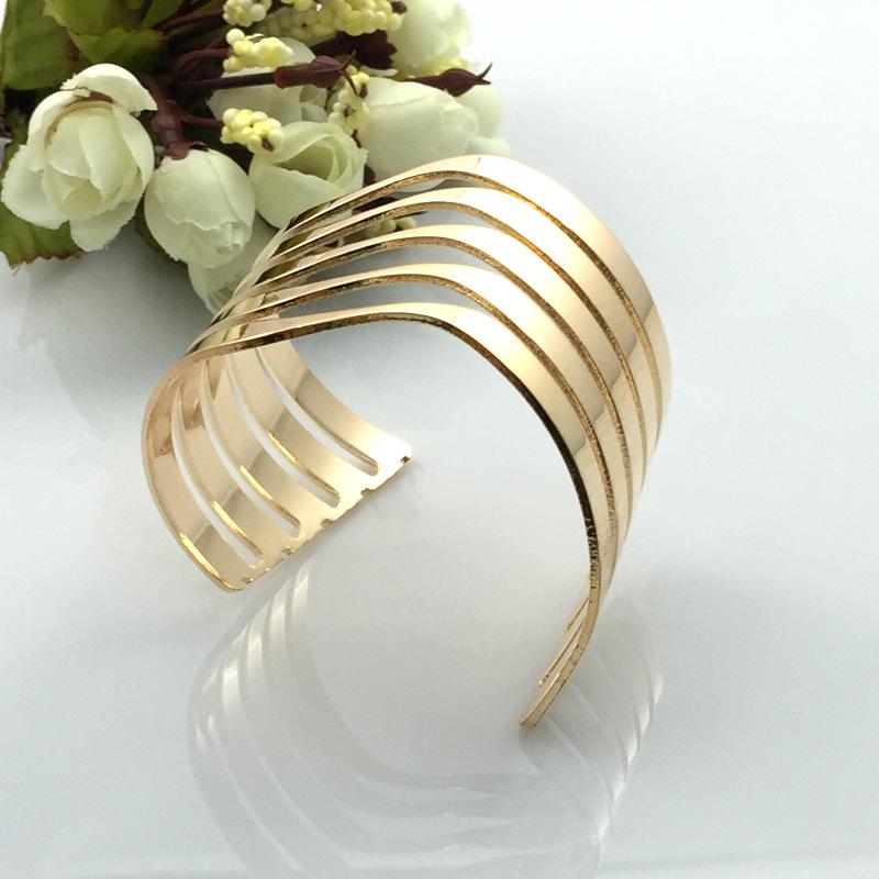义乌小饰品批发 欧美时尚街拍夸张镂空条纹开口手镯 金银宽面手环