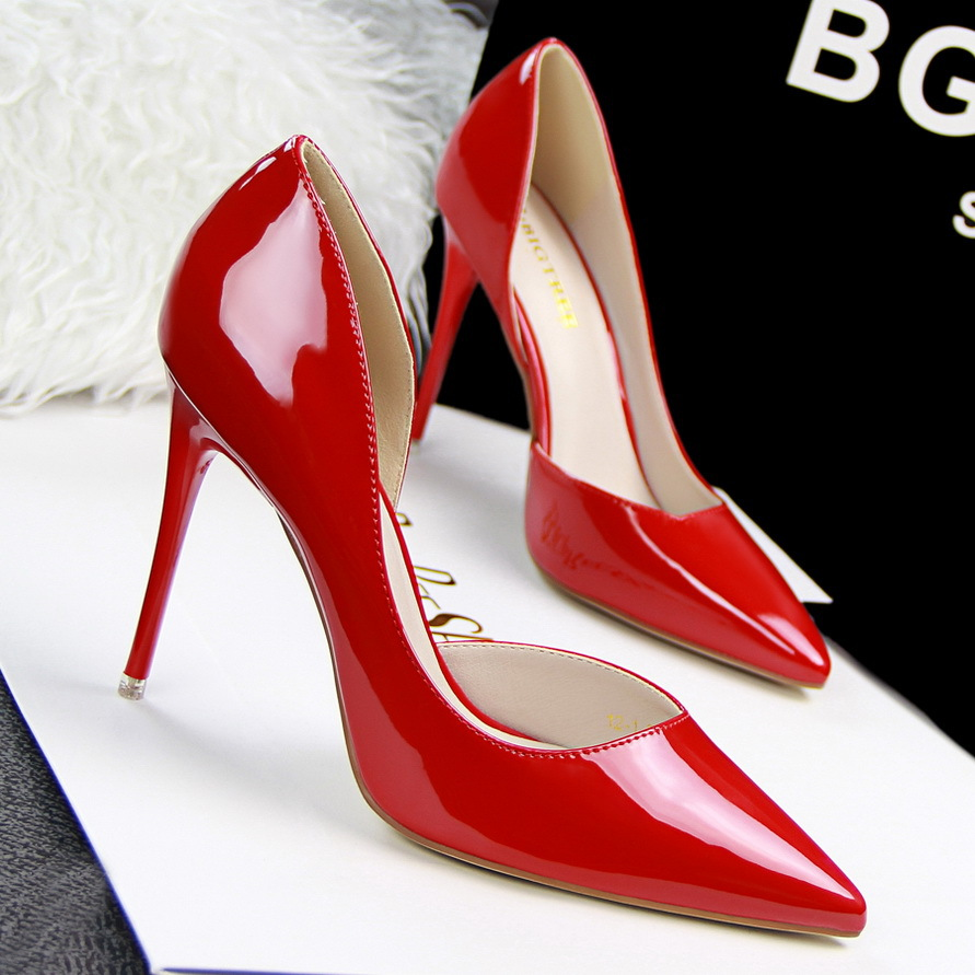 European style fashion simple fine heels shallow mouth tip side engraved sexy thin OL occupation shoes's main photo