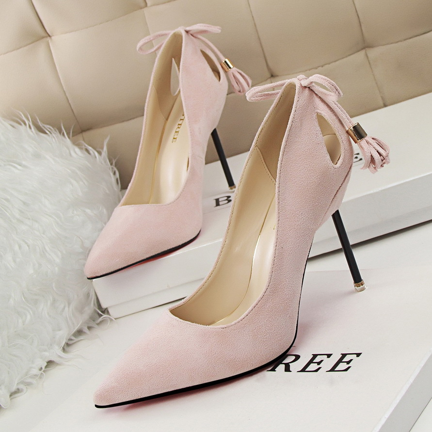 Korean fashion sexy nightclub with a fine suede shallow mouth pointed high-heeled shoes heel hollow tassel's main photo