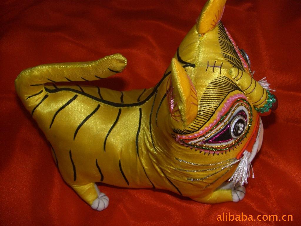 庆阳手工绣花香包挂件 摆饰 布老虎 狮子 12生肖